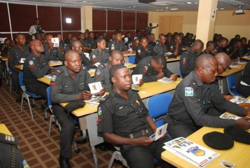 Some officers during the training (2)